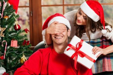 Idei de cadouri de Crăciun pentru bărbați - ce să NU le dăruiești niciodată!